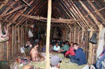 Malam memanjang tatkala mendengar cerita dari mulut istri kepala kampung suku Dani