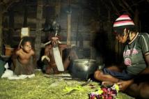 Kepala Kampung suku Dani bersama anak dan cucunya